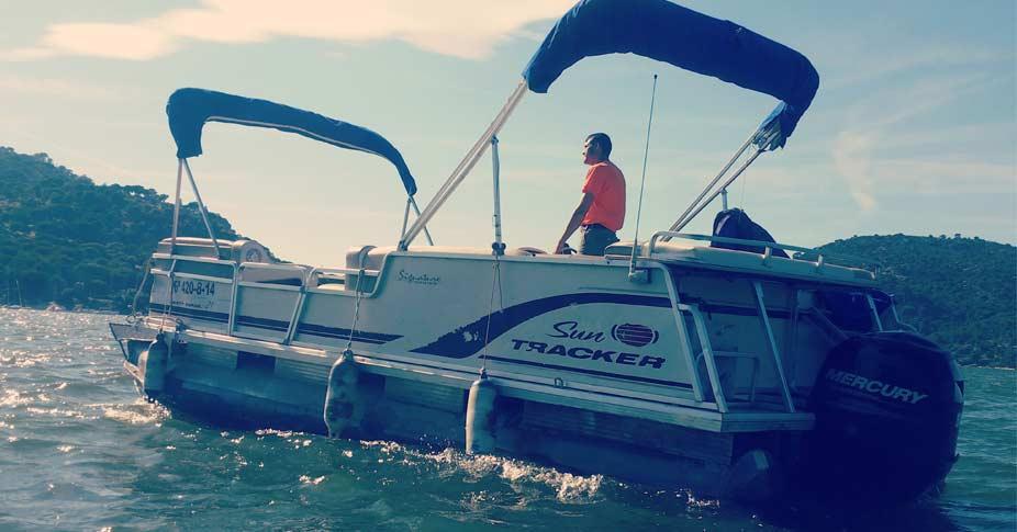 alquiler catamaran en madrid pantano de san juan